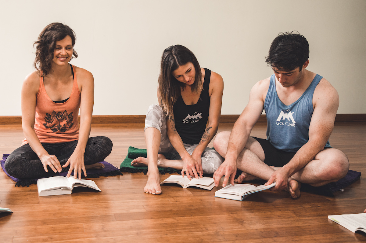 yoga teacher training students reading manual